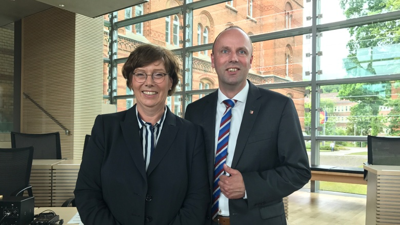 Mit unser neuen Justizministerin Dr. Sabine Sütterlin - Waack im Plenarsaal. Auf in die Landtagssitzung...