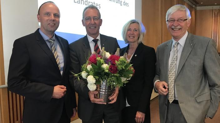 Dr. Buschmann wird erneut zum Landrat ernannt